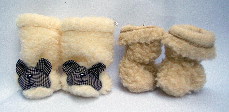 Wollstiefelchen mit Gummizug oben und an den Knöcheln aus Wollteddy, natur