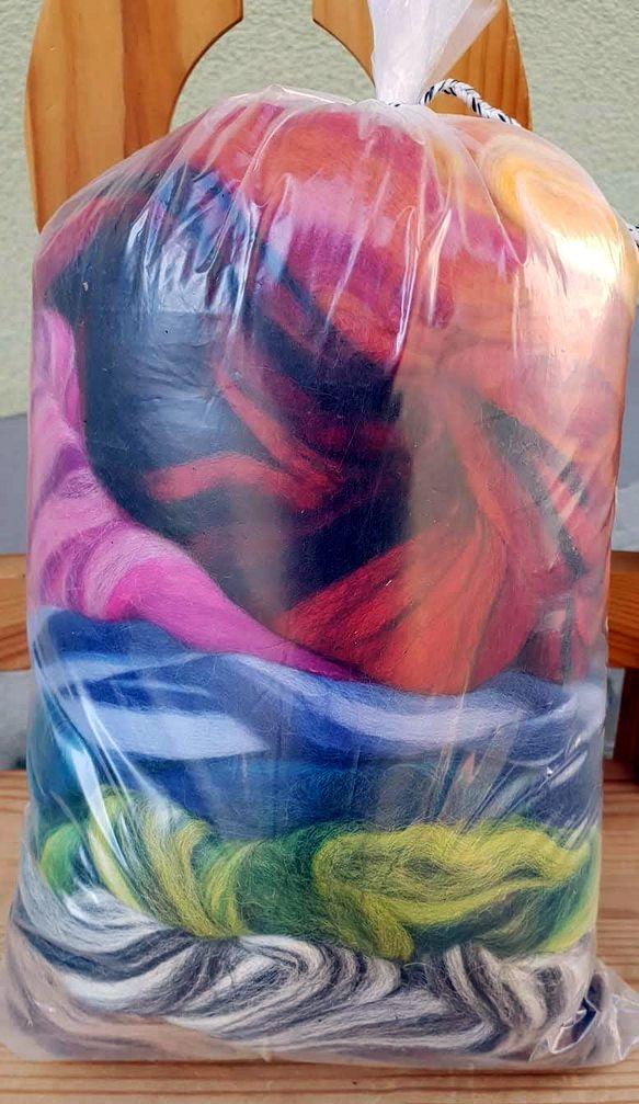 Mischung verschiedener Farben Wolle in Tüte