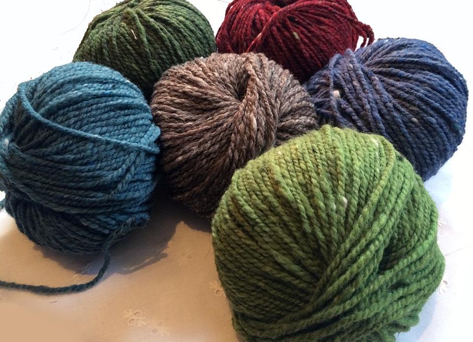 Strickwolle Tweedgarn farbig mit wenigen Noppen